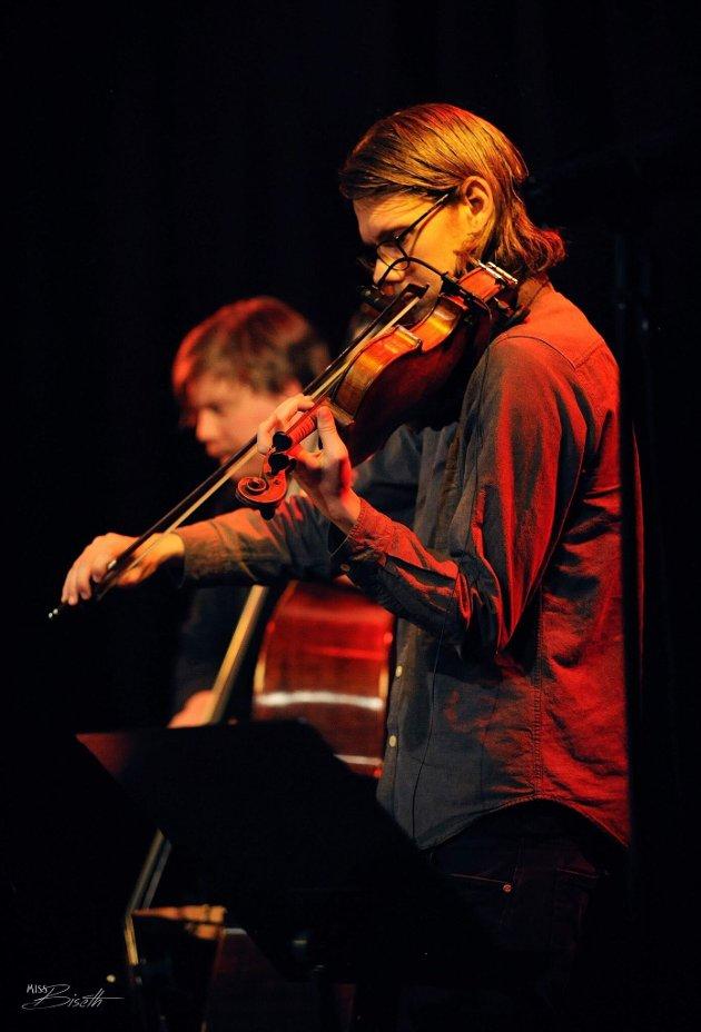 Jørgen Krøger Mathisen er en mer enn lovende fiolinist, komponist og bandleder.