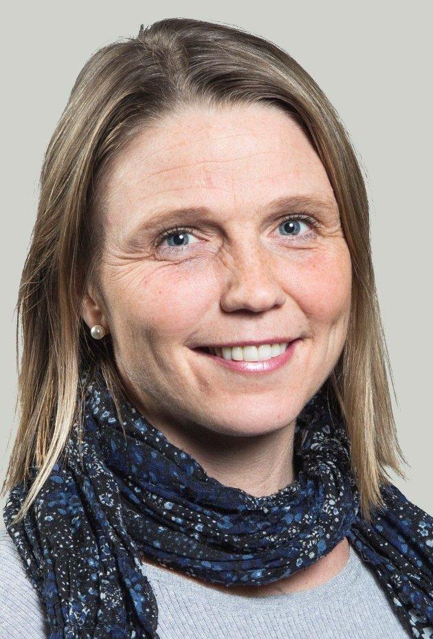 Camilla Hille mener det er usosialt å avgiftsbelegge store el-biler når det endelig er aktuelt for barnefamilier og folk i distriktene å erstatte fossilbilen med en el-bil.