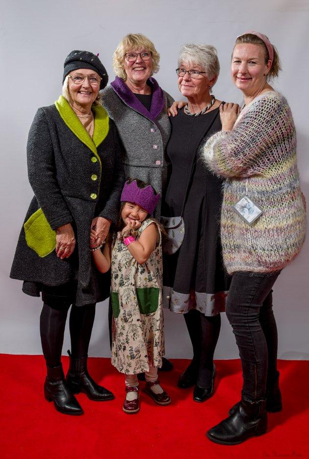 Modellene: Lise May Wiik, Ellen Gurine Færvik, Mette Molteberg, Stine Odberg Gardløs og foran lille Astrid.