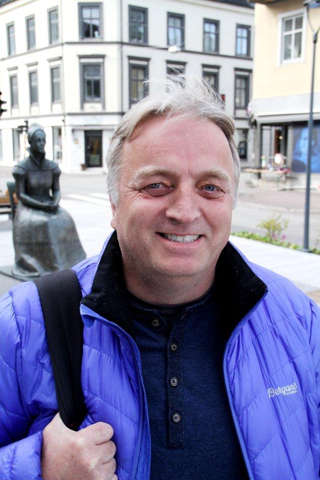 Harald Olsen, Porsgrunn: – Jeg er glad i papiret, selv om jeg også leser nyheter på nett. Det er mer behagelig å lese på papir.