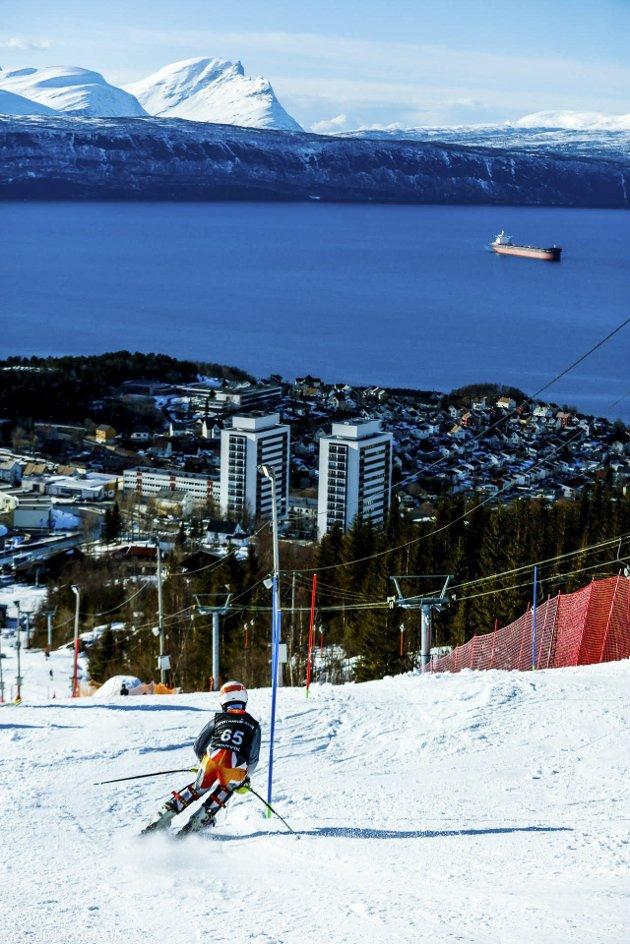 Svolvær alpinklubb avsluttet helga 22-23 april 2017  renn-sesongen med bred deltagelse i Barnas Wourldcup i Narvik. Svolvær alpinklubb var største tilreisende klubb med 37 løpere og totalt 70 personer fra klubben i reisefølge.