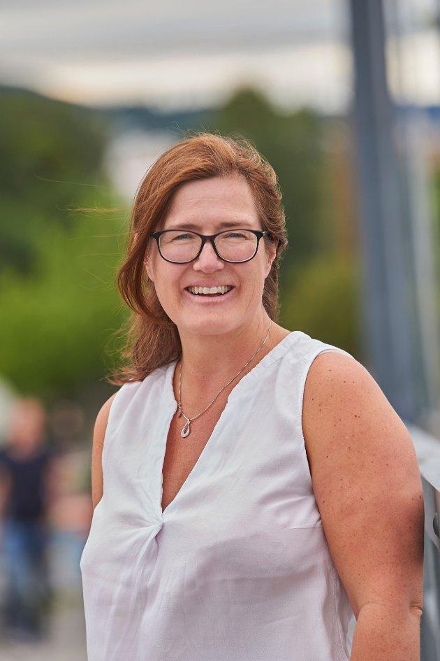 Stine Høivik, Kvinnepolitisk leder Viken SV