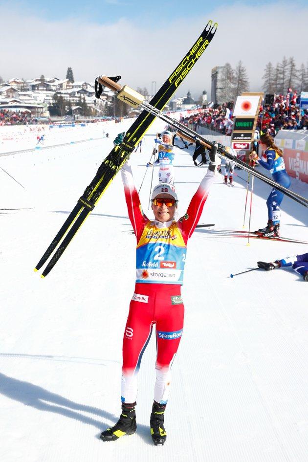 Therese Johaug slo knockout på konkurrentene på kvinnenes skiathlon og tok sitt åttende VM-gull i karrieren.