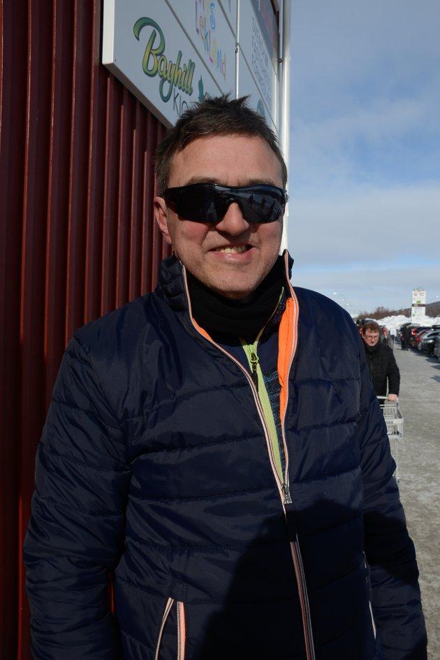 Yngve Haugland liker de fine prisene i Sverige og handler øl, vin, ost og kjøtt.