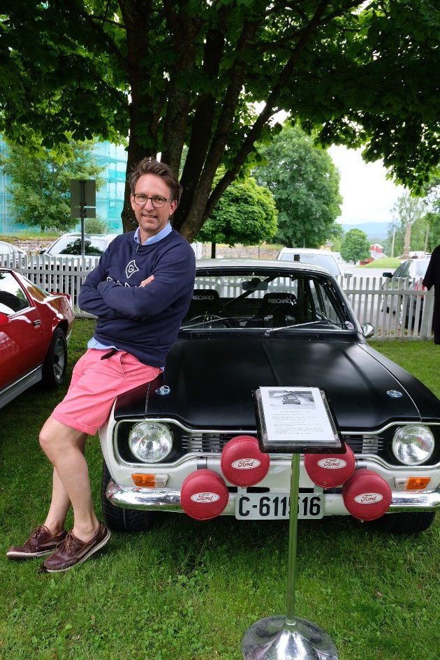 RALLY-BIL: Lars Lie (49) og en 1970 modell Ford Escort Twin Cam som tilhørte Trond Schea.