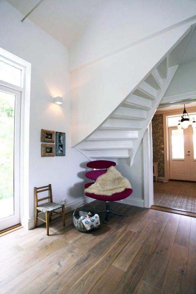 Interiørarkitekt Anne-Linn Nyfelt og mannen har restaurert bedehuset Ebenezer på Tømmerholt.