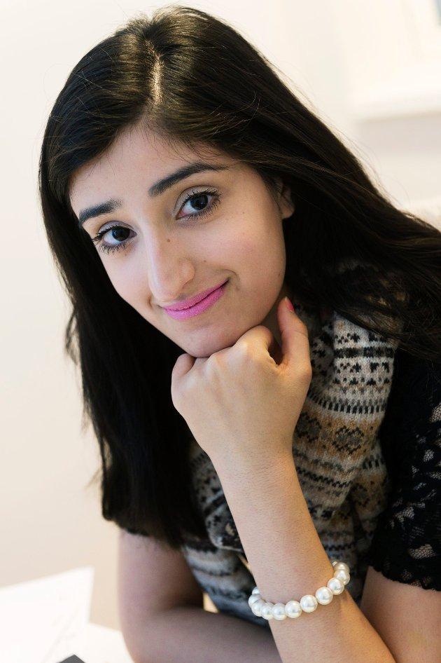 """IKKE BEHOV: """"Jeg har ikke behov for å være i samme rom som menn når jeg er i Allahs hus. Jeg forstår diskusjonen, jeg forstår debatten, men jeg mener virkelig at vi ikke vil fremme mer likestilling ved å fjerne skilleveggene i moskeene"""", skriver Aisha Ahmed. Ahmed er advokatfullmektig hos  Advokafirmaet Sølverud i Drammen. I tillegg er hun bystyrerepresentant for Arbeiderpartiet i Drammen."""