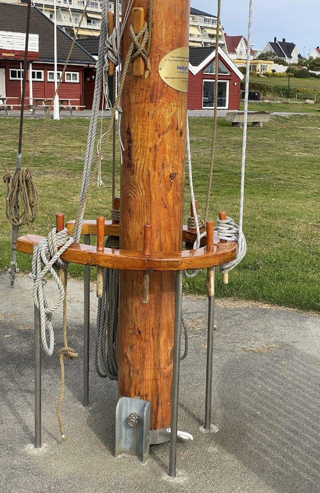 Varig: Den imponerende Signalmasten, hovedmasten og mesanmasten fra RS 32 KRAGERØ, vil for all tid bli stående som et varig minnesmerke ved Moss Seilforenings lokaler i Søly båthavn.