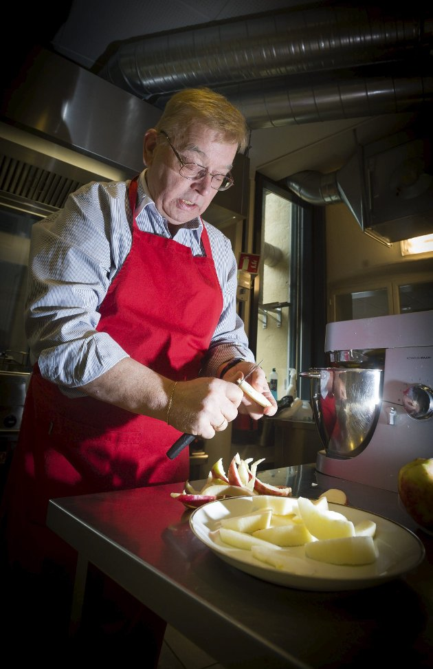 INNHOGG: Sverre Stang sliter med å se logikken i at man ikke kan bestille seg et glass rødvin til middagen på serveringssteder som følge av pandemien.
