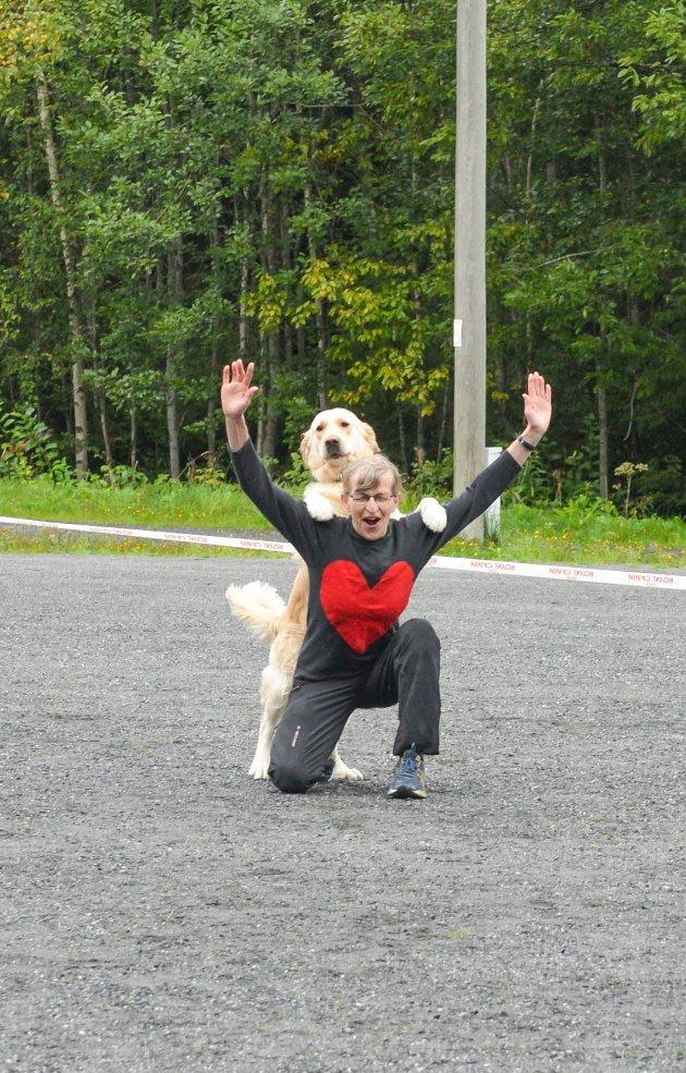Ellen Elisabeth Lund med hunden Ellen er ferdige med sitt innslag.