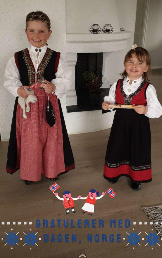 Ylva og Hedda Danielsen Tørresvold klar til oldemor  og  middagsbesøk.