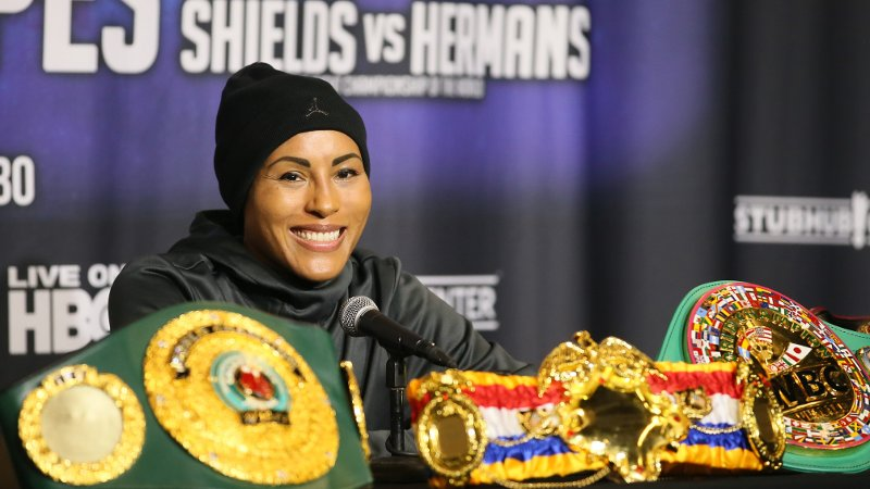 Carson, USA 20181208. Boxer Cecilia Brækhus smiles during a press conference after her unanimous decision victory in her WBC/WBA/WBO/IBF/IBO Welterweight Championship bout against Aleksandra Magdziak-Lopes Saturday, December 8, 2018 at the StubHub Center in Carson, California, USA. Braekhus won by unanimous decision. Photo by Danny Moloshok Foto: Danny Moloshok / NTB Scanpix