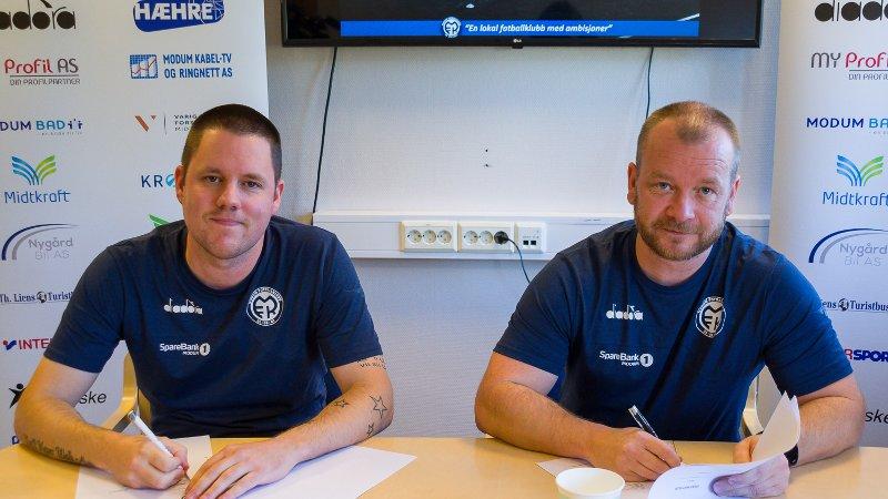 Stein Ellingsen. Trond Wold. Ellingsen blir daglig leder i 100 prosent stilling, mens Wold tar over som trener for A-laget til Modum FK.