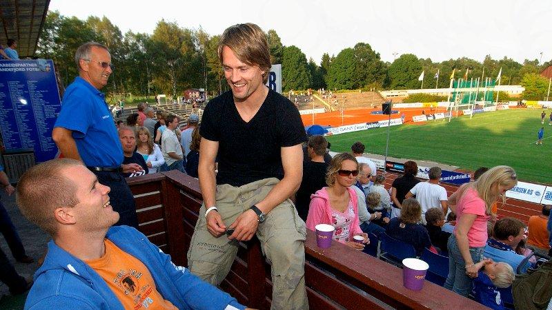 Jørgen Jalland ( t.h) og Espen Bugge Pettersen. Sandefjord Fotball-Mandalskameratene 21. på storstadion. SF