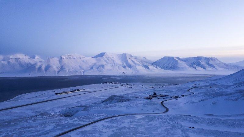 MEKTIG NATUR: Hiortfjellet er et kjent landskapsmerke i Longyearbyen.