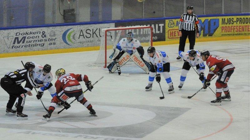 Joona Partanen (26) voktet målet til Narvik Arctic Eagles sist sesong. Her er han i Eidsiva Arena under dobbeltkampene mellom L.I.K. og Narvik rett før jul.