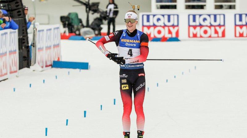 Oslo 20200223.  Johannes Thingnes Bø jubler etter gull på 15km fellesstart for menn under VM i skiskyting i Anterselva søndag. Foto: Berit Roald / NTB scanpix