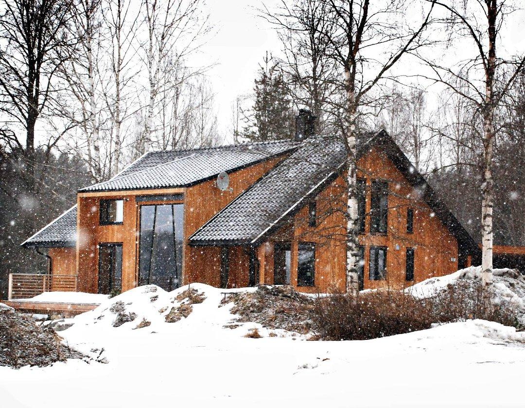 Smaalenenes Avis - Villa ble ny med heltre fra gulv til tak