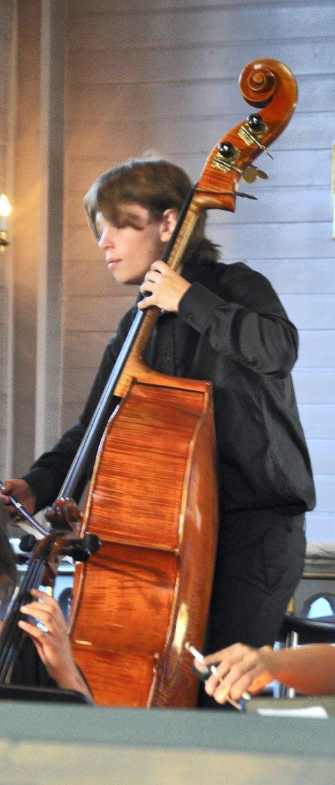 Lokalt innslag: I et internasjonalt ensemble var nesnaværingen Eirik Dahl på kontrabass det lokale innslaget.