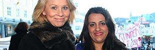På vegne av Bergen kommune delte byrådsleder Monica Mæland ut kommunens liksestillingspris til kurdiske Shilan Shorsh på Torgallmenningen på kvinnedagen (08.03.2006).