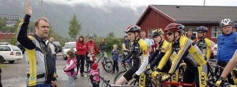 TURRITT:  I fjor var det regntungt da Bård Svendsen sendte deltakerne i turrittet ut på rundene rundt Marka. Søndag er det sykkeldag igjen på Halsøy. (Foto: Per Vikan)