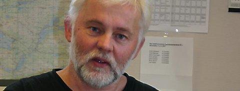 Kommunelege Jan Helge Dale i Flora er kritisk til at styreleiaren i Helse Førde varslar nedleggingsvedtak gjennom media utan å informere dei tilsette først.