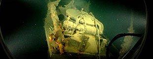 Slik ligger vraket av den 40 meter lange polubåten «Nautilus» i dag, godt bevart på 347 meters dyp i Byfjorden. En trykktett luke filmet på en halv meters avstand.