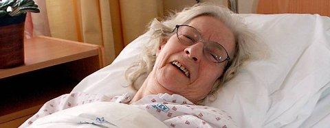 BLE FORBANNET: Bergljot Alsgård (84) bedyrer at hun ikke ble redd da en mann gikk løs på boligen hennes med øks natt til tirsdag. ¿ Jeg ble bare forbannet, sier hun. (Bilder: Christopher Engås)