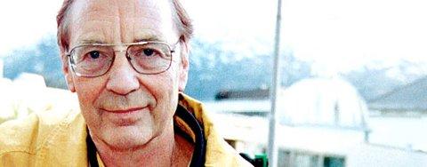 Fysikkprofessor Egil Lillestøl ved Universitetet i Bergen mener at thorium bør brukes i norske kraftverk.
