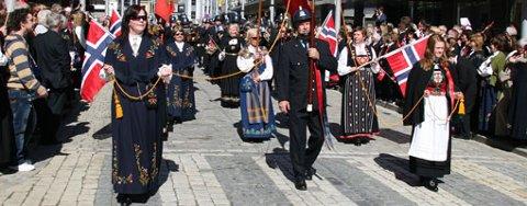 Brannkorpset i hovedprosesjonen (17.05.2007).