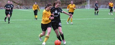 SKÅRA IGJEN: Karianne Snekkevik sette inn eit av ENK sine tre mål borte mot Hordabø. (Arkivfoto: Endre Hopland)