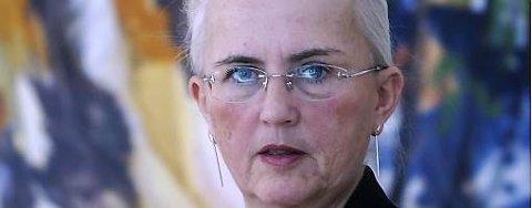 Miljøvernminister Helen Bjørnøy vil ikke røpe om oljen på Snøhvit-feltet kan utvinnes eller ikke.