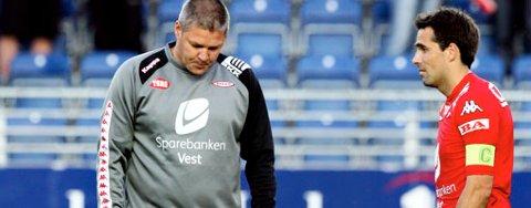 Brann-trener Mons Ovar Mjelde og kaptein Martin Andresen depper etter 3-1-tapet for Viking på Stavanger stadion (25.06.2007).