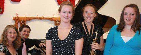 De er dyktige og unge musikere. Fra venstre Sindre Sandvik, Ingrid Grytbakk, Maria W. Tollefsen, Christina S. Andreassen og Anne-Berit Larsen.