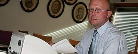 Ordfører Thore Vestby i Frogn sliter fortsatt med å få fram de siste resultatene etter mandagens valg. Foto: Pål Brikt Olsen
