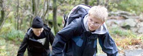 Magnus Berntsen Caro (foran) og Åsmund Gullaksen (begge 12) løp Stoltzekleiven med Rothaugen skole fredag.