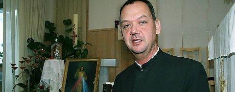 TI ÅR: Den katolske kirke i Mosjøen er ti år. Sogneprest Gunther Jäger mener det er et helt klart behov for menigheten lokalt. (Foto: Christopher Engås)