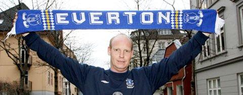 Det blir blå bekledning på Rune Engelsen i UEFA-cupen, trusler eller ikke. - Jeg vil ikke at disse feige menneskene skal få ta gleden fra meg, sier han (21.12.2007).