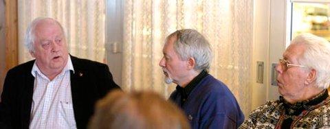 DOM:  En dom i Høyesterett er ifølge Dag Bredal (i midten) en av årsakene til at ingen kommuner har offentlige ventelister lenger. Her er han sammen med leder av omsorgskomiteen i Ringerike, Dag Haakon Henriksen (H), og Martin Briskodden på Nes.