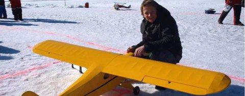PIPER CUB: 17 år gamle Gulbrand Thomevold hadde med seg en Piper Cub på flystevnet på Strandefjorden.FOTO: GEIR NORLING