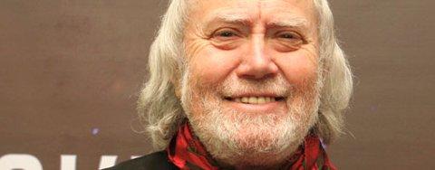 Oddvar Torsheim sier han holder seg frisk ved å være kreativ. I kveld er han i semifinalen i «Norske Talenter» på TV2. ¿ Jeg er nervøs og skjelver litt i buksene, men det er helt vanlig for meg, det, sier 69-åringen.