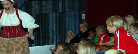 Nordland Teater og Elsa Pommers sjarmerte publikummet i Stamsund.