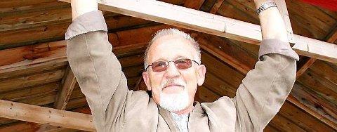 AVSKJEDSKONSERT: Johnny Hill avslutter en lang karriere på Gilles i Mosjøen i kveld. - Det blir god musikk og høy mimrefaktor, lover sangeren.  (Foto: Berit Engøy Henriksen)