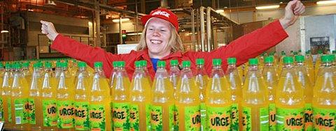 Etter å ha vervet 36000 medlemmer i Facebook-gruppen «URGE PÅ 1,5l FLASKER» kunne Magnus Nyborg endelig slippe jubelen løs.
