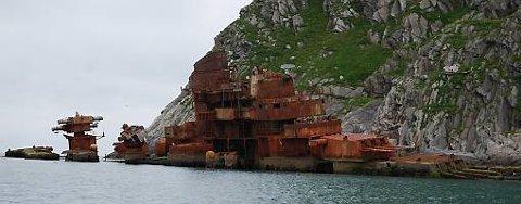 Den 211 meter lange utrangerte russiske krysseren Murmansk havnet i fjærsteinene ved Sørvær i Vest-Finnmark julaften 1994 etter å ha slitt seg fra et slep på vei til opphogging i India.