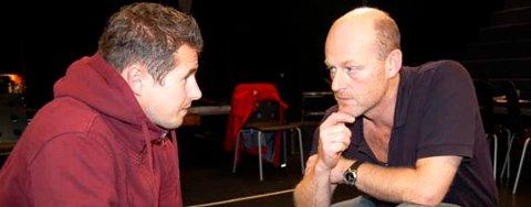 7e248472 Dramatiker Stig Amdam og skuespiller Eirik Del Barco Soleglad spiller tett  på publikum, i et