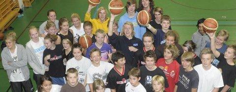 SNART SERIESTART: Små og store spillere i Hønefoss basketballklubb er klare for seriestart.