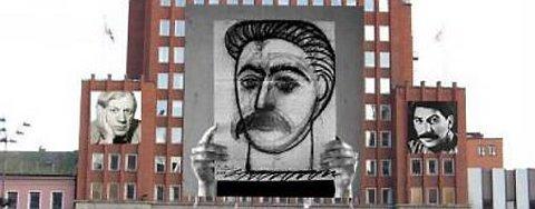 Slik hadde kunstneren Lene Berg tenkt at det skulle se ut da hun ville henge opp sitt Stalin-prosjekt på Folketeaterbygningen på Youngstorget i Oslo. Prosjektet ble stanset.
