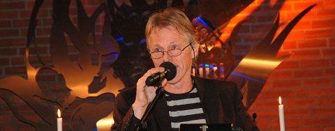 LANSERINGSKONSERT: Svein Olav Blindheim holdt lanseringskonsert med både bok og cd i Ullerål kirke i går kveld.
