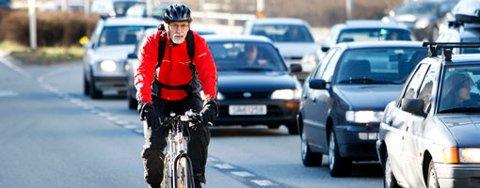 Per Stiegler mener byen trenger bedre sykkelstier. Pengene vil han hente fra Bergens-programmet (17.04.2008).